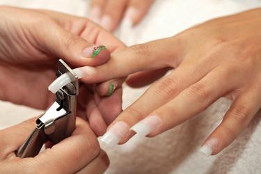 TUTORIEL  rallonger les ongles avec capsules et gel UV